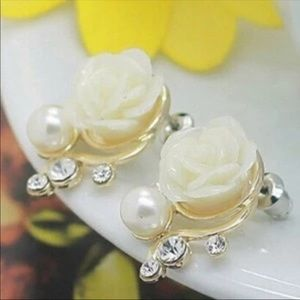 Jewelry - Brand New Rose Pearl Stud Earrings